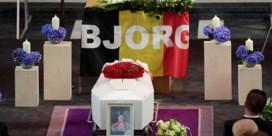 Moeder Bjorg Lambrecht tijdens uitvaart: 'De leegte is ondraaglijk'