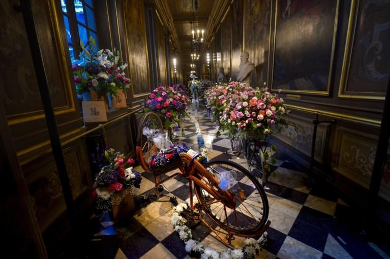 Brusselse stadhuis versierd met bloemen