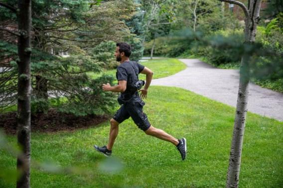 Sneller wandelen én rennen dankzij een zwaar pak op de rug