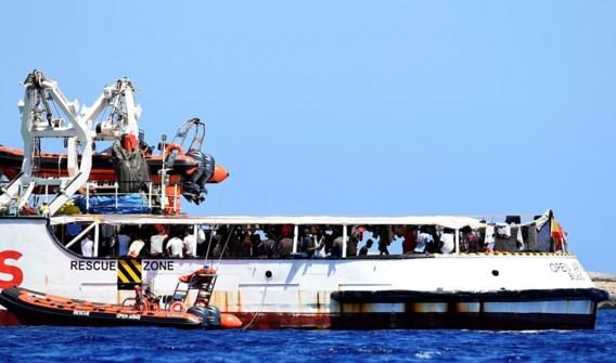 Schip met migranten mag Italiaanse wateren binnenvaren