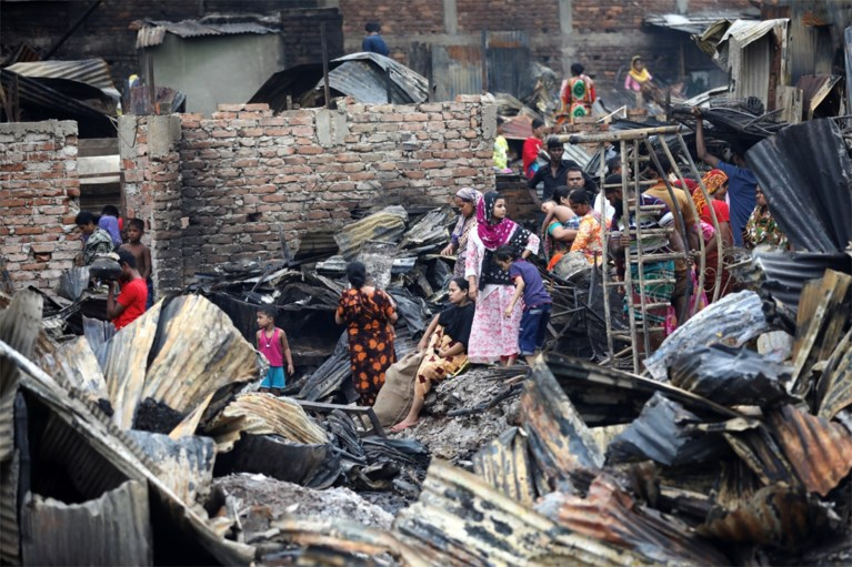 Zeker 10.000 mensen dakloos na brand in Bengalese sloppenwijk
