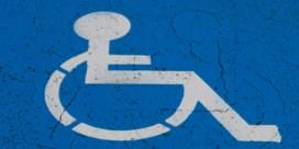 Til mensen met een beperking over de drempel