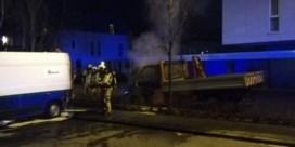 Viertal staat terecht voor brandstichtingen aan bestelwagens