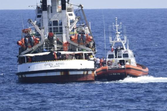 Opvarenden van reddingsschip Open Arms mogen in Lampedusa aan land