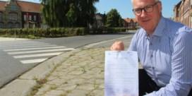 Burgemeester stuurt politie als er onkruid op je stoep groeit