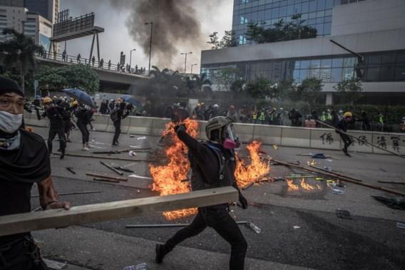 Oproerpolitie Hongkong zet traangas in tegen manifestanten