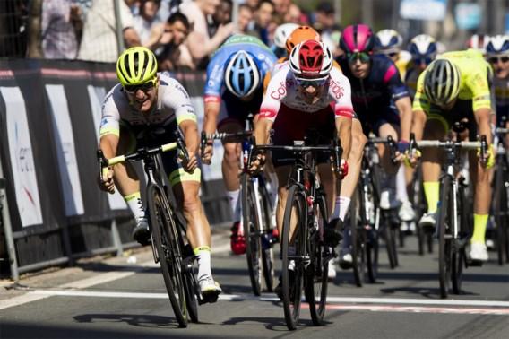 Chaos in Schaal Sels: broertje van Elia Viviani wint ingekorte wedstrijd na rennersprotest