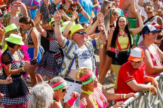 Zes festivalgangers in de cel na Kamping Kitsch