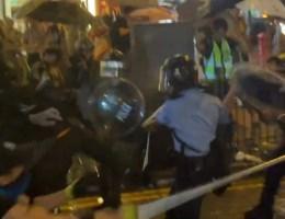 Voor het eerst schot gelost en waterkanon ingezet bij protesten Hongkong
