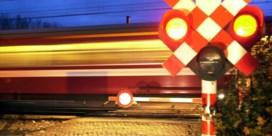 Fietsster overleden na aanrijding door trein aan gesloten overweg