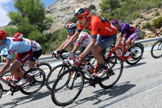 Dylan Teuns pakt nipt naast ritzege maar wordt leider in Vuelta