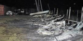 Acht zeilboten vernield bij zware brand op terrein De Spits in Nieuwpoort