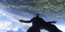 Zo duikt Vlaamse skydiver met 496 km per uur recht naar beneden