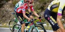 Jakob Fuglsang wint bergetappe in Vuelta, rode trui Roglic overleeft moeilijk moment
