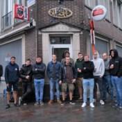 Jongeren houden stille protestactie voor jeugdcafé