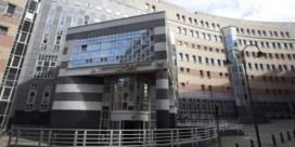 Vakbonden dreigen met staking bij ziekenhuizen en openbare diensten