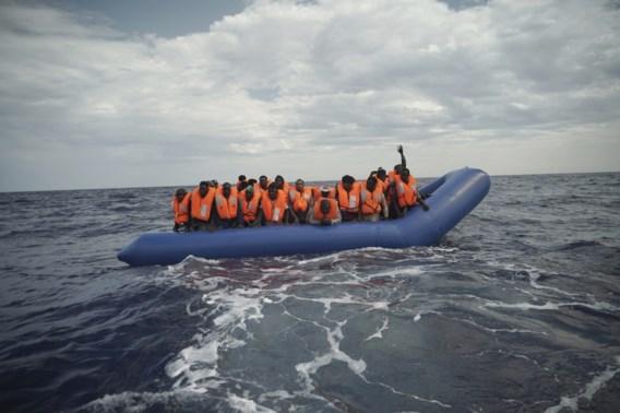 Britse kustwacht onderschept hoogste aantal migranten op één dag