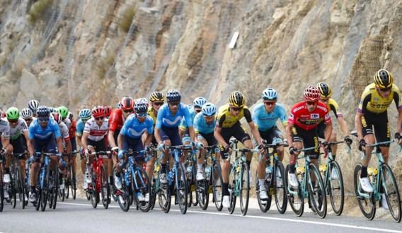 """Movistar-ploegleider countert kritiek en wijst naar UCI na aanval in Vuelta: """"Op ons wordt ook niet gewacht"""""""