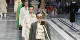 Victoria Beckham gaat voor tijdloze Engelse klasse met felle kleuraccenten