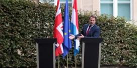 Luxemburg vernedert Johnson die wegblijft van persconferentie