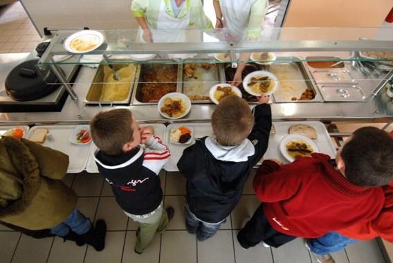 Kinderen worden in apart lokaaltje op water en brood gezet omdat mama kantinerekening niet betaalt