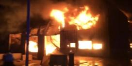 62 brandweerlieden ingezet om zware brand in wafelfabriek in Ieper te bestrijden