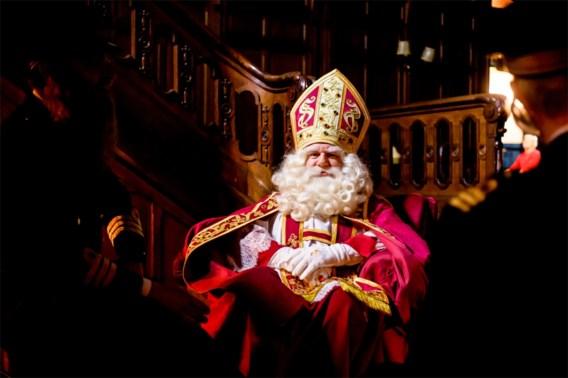 Sinterklaas komt met de trein naar Nederland