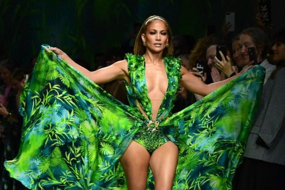 Versace laat iconische jurk niet zomaar kopiëren