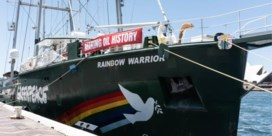 Rainbow Warrior meert aan in Oostende