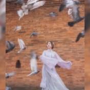 Achter de schermen van de perfecte Instagramfoto bij bekende Thaise muur