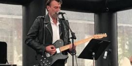 Daan geeft verrassingsconcert aan het slot van Refugee Walk in Leuven: 'We kunnen meer vluchtelingen aan'