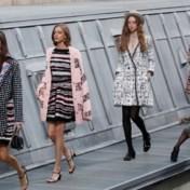 Comédienne crasht Chanel-defilé, Gigi Hadid redt de meubelen