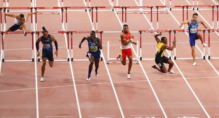 Britse Asher-Smith snelt op 200 meter naar goud op WK atletiek in onthoofde finale