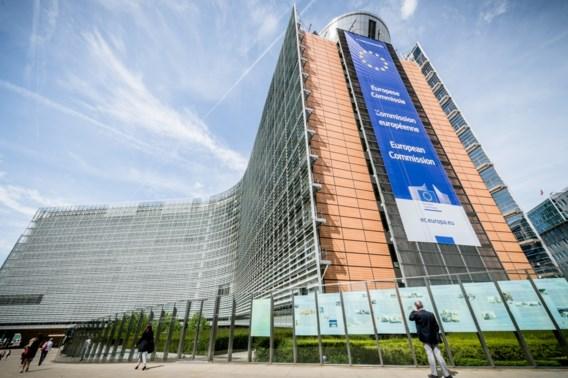 Man probeert zich in brand te steken voor Europese Commissie