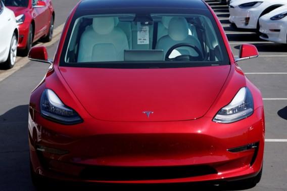 Ondanks topkwartaal, zakt aandeel Tesla