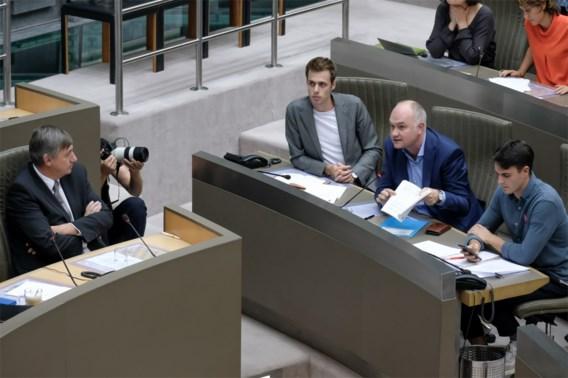 Oppositie hekelt 'hardvochtige' besparingsplannen Jambon