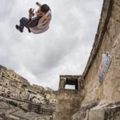 Freerunners geven het beste van zichzelf op daken van Culturele Hoofdstad van Europa
