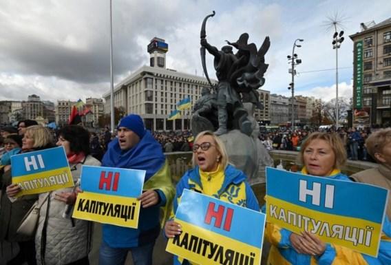 Duizenden Oekraïners protesteren tegen plan voor autonomie Oost-Oekraïne