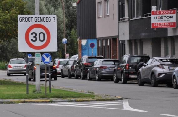 Megaborden duiden zone 30 aan in Hamme