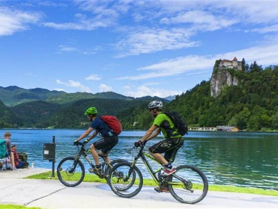 Van de Alpen tot de Adriatische kust: Slovenië opent nieuwe groene fietsroute