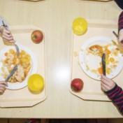 Bijna helft ouders betaalt voor 'gratis' schoolmateriaal