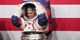 Nasa stelt ruimtepak van eerste vrouw op de maan voor