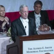 Ex-regeringslid Trump laat zich gaan op benefietgala en lacht met president