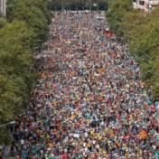 Helikopter filmt hoe honderdduizenden Catalanen Barcelona binnenwandelen