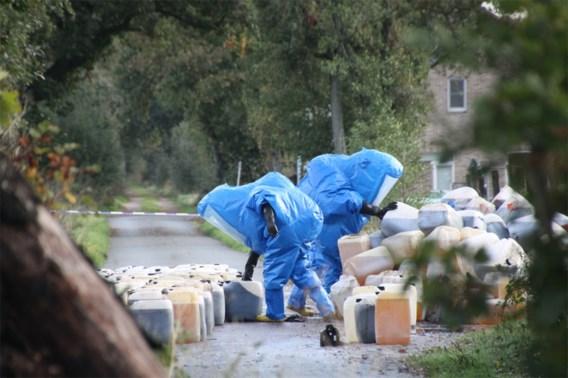 436 vaten, met 10.000 tot 15.000 liter drugsafval, gevonden in Bocholt