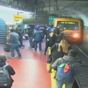 Metro stopt maar net op tijd voor vrouw op sporen