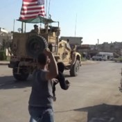 Amerikaans leger bekogeld met aardappelen bij verlaten Syrië