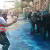 Moskee door politie bespoten met blauwe verf