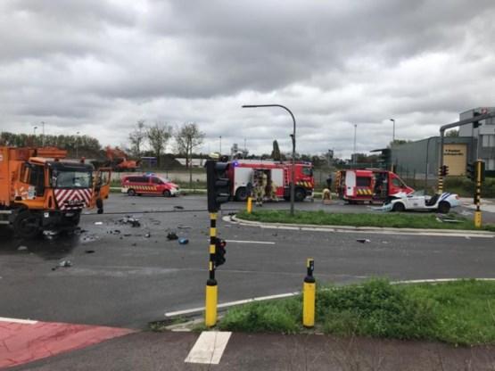 Drie zwaargewonden bij botsing tussen politiewagen en vuilniswagen op Antwerpse Noordersingel