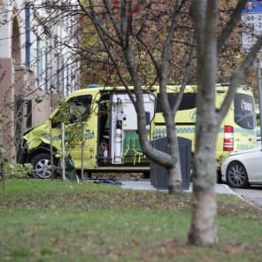 Noorse politie opent vuur op gewapende man in gestolen ziekenwagen: 'meerdere mensen aangereden'